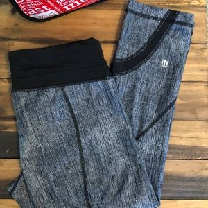 Lululemon Run Inspire Crop Black Luxtreme EUC 8